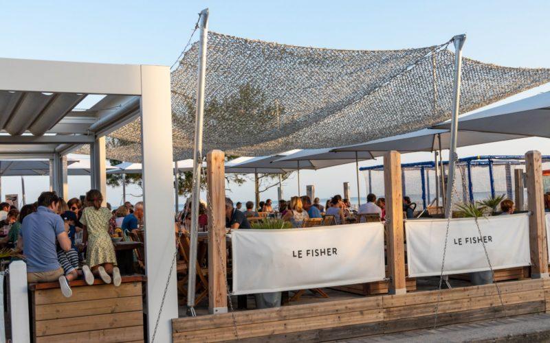 Le Fisher restaurant sur la grande plage de Carnac © L. Kersuzan