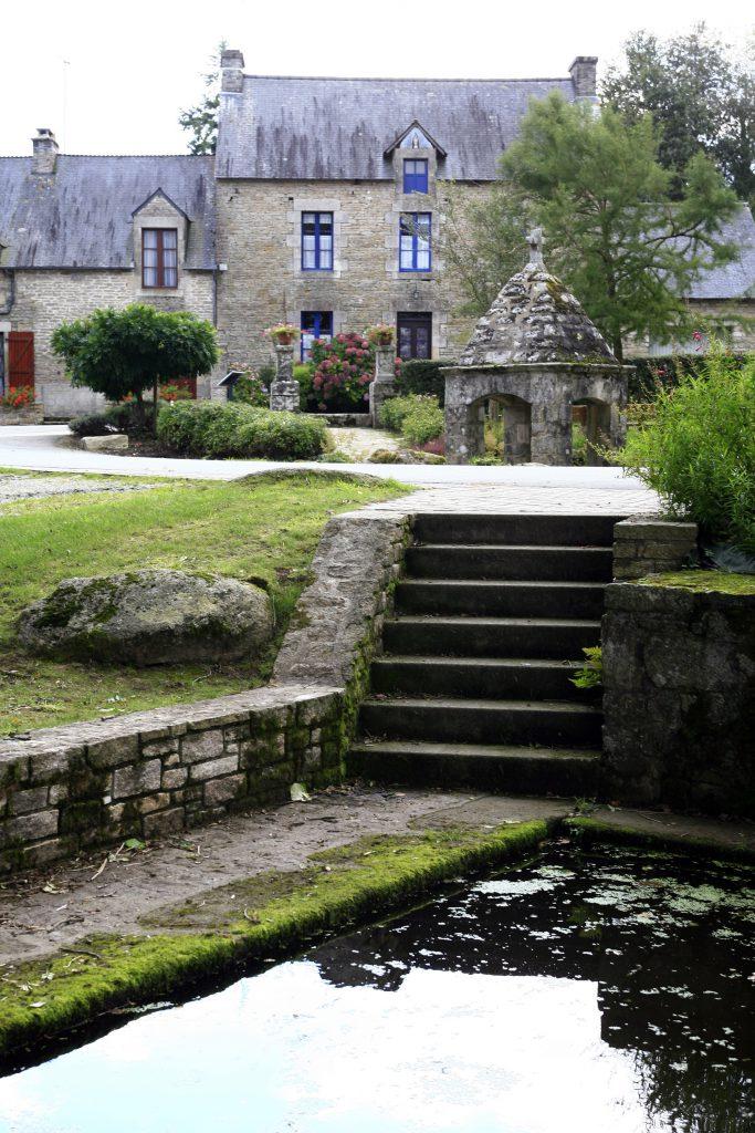La fontaine Saint-Lubin et son lavoir