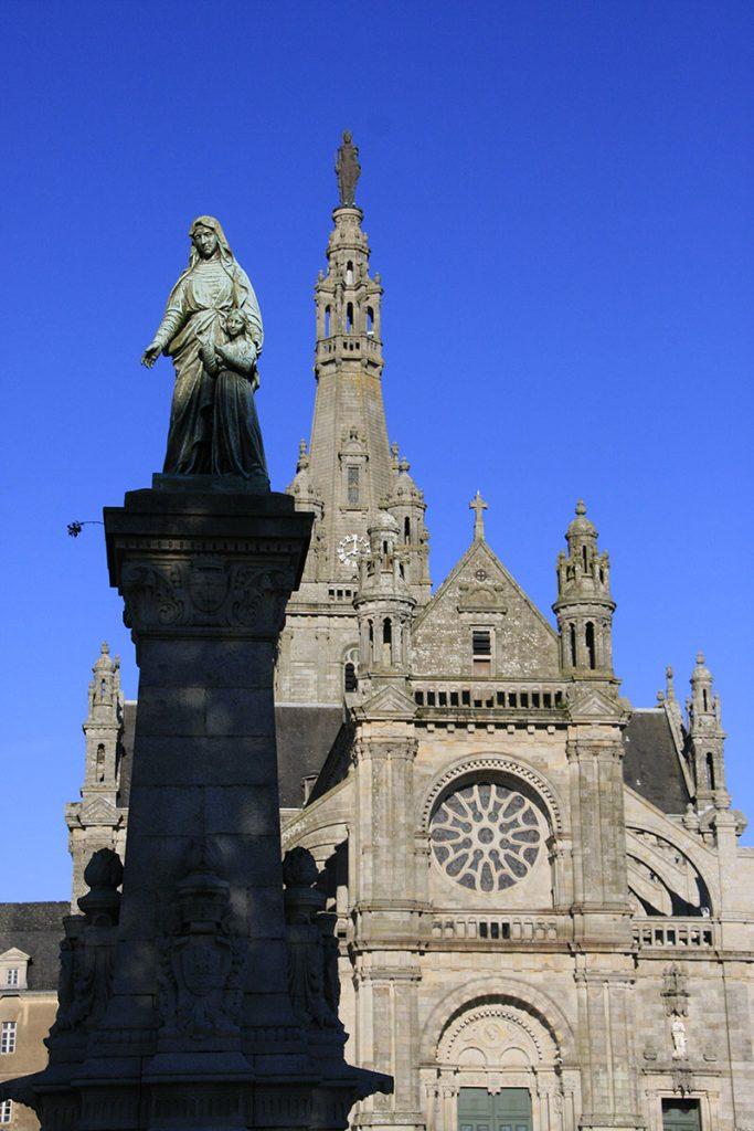 Basilique et fontaine de saint anne d'auray
